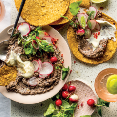 Tostadas with black bean pâté
