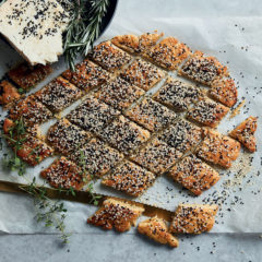 Sesame-and-Gorgonzola biscuits