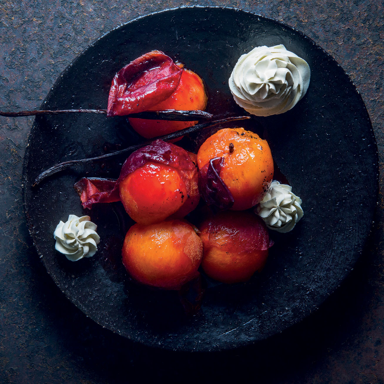 Spicy poached plums