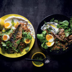 Warm spelt salad with soft-boiled eggs, peppered smoked mackerel, goat's cheese and Pink Lady vinaigrette