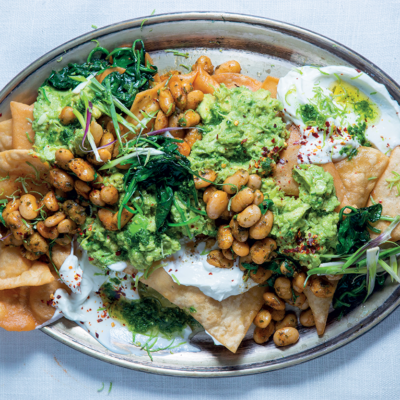 Green nachos with spiced beans
