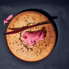 Earl Grey hot-milk sponge with hibiscus icing