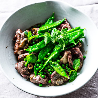Marinated lamb knuckles with peas, mint and lemon