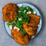 Chicken schnitzels with peas
