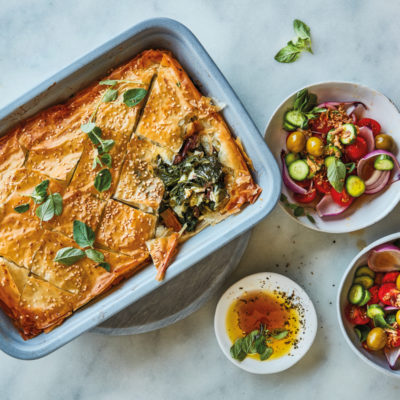 Spanakopita pie tray bake