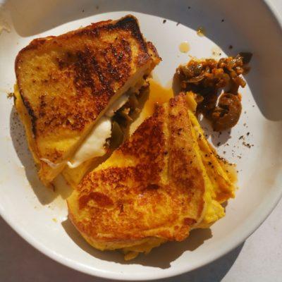 One-pan egg sandwich
