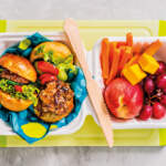 Beef-Sliders lunchbox with fruit