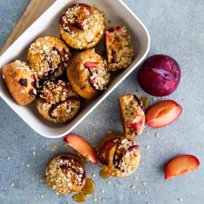 Flavourburst™ plum, oat and yoghurt muffins