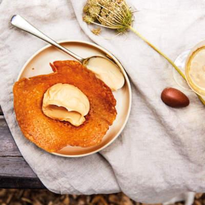 Brandy snaps with caramel cream