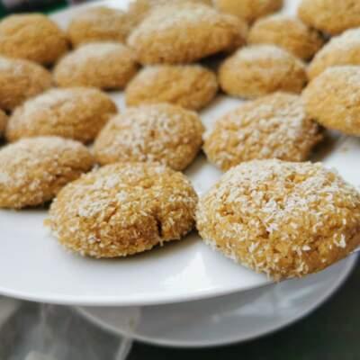 Curry-banana-coconut cookies