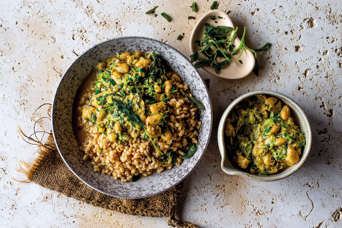 TOASTED-BARLEY-WITH-CREAMY-BUTTER-BEANS-AND-CRISP-SAGE