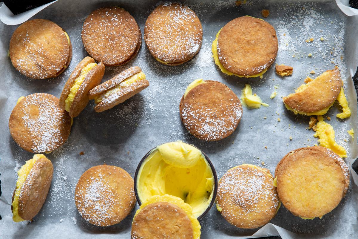 Custard-cream-biscuits