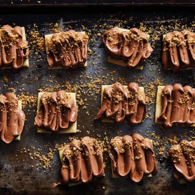Mocha buttercream biscuits