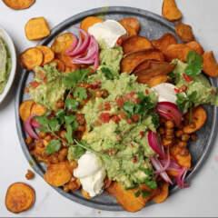 Ultimate guacamole with sweet potato nachos, crispy chickpeas and crème fraîche 🥑