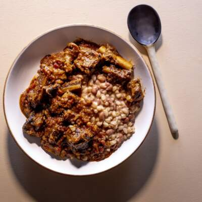 Istambu namathambo (samp and bean with beef bones)
