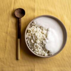 Umphokoqo namasi (crumbly pap and amasi)