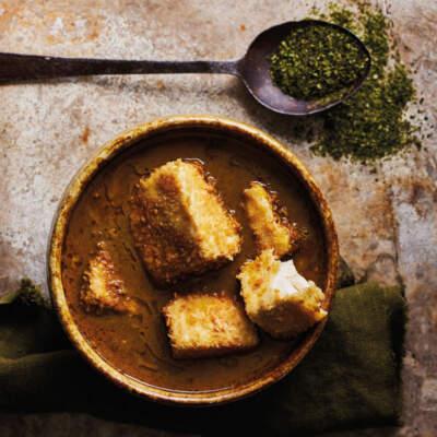 Golden tofu curry