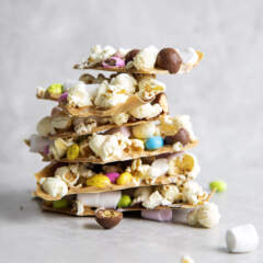 Chocolate bark with popcorn