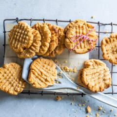 3-ingredient peanut butter biscuits